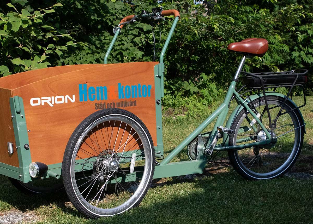 Städfirma i Växjö använder gärna cykeln som transportmedel. Hem och kontor värnar om miljön.