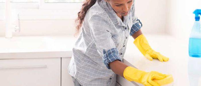 Få skinande rent hemma med vår städhjälp.