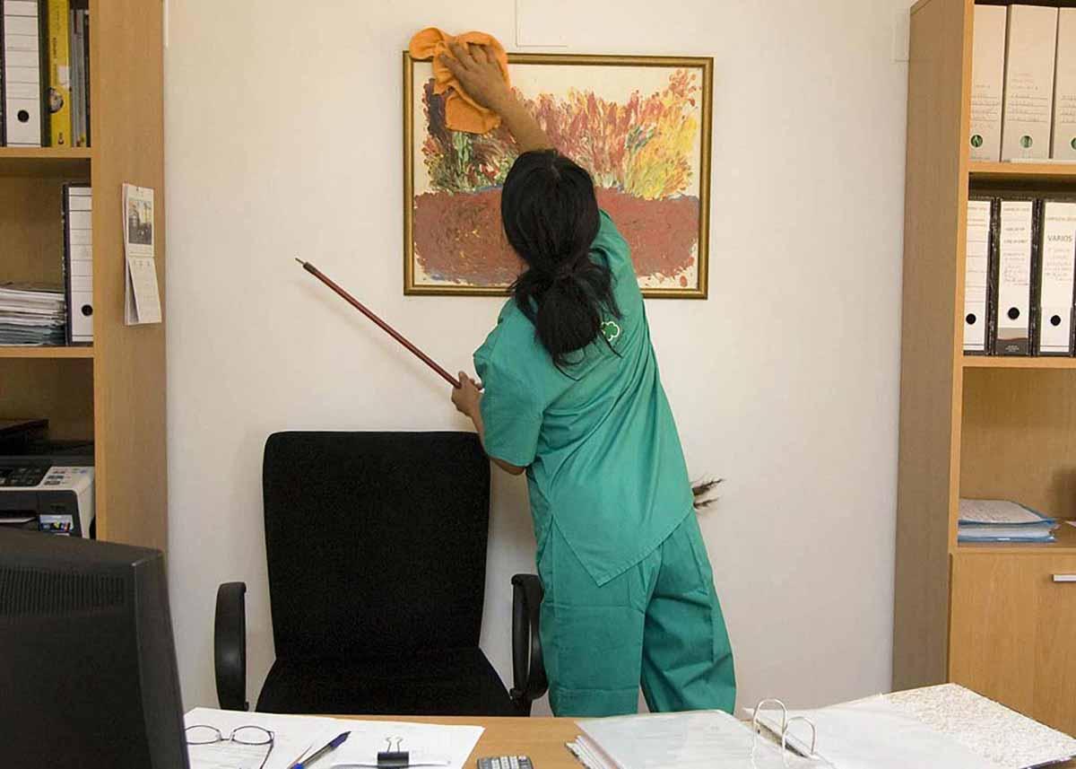 Städning av kontor och andra kommersiella och allmänna lokaler.