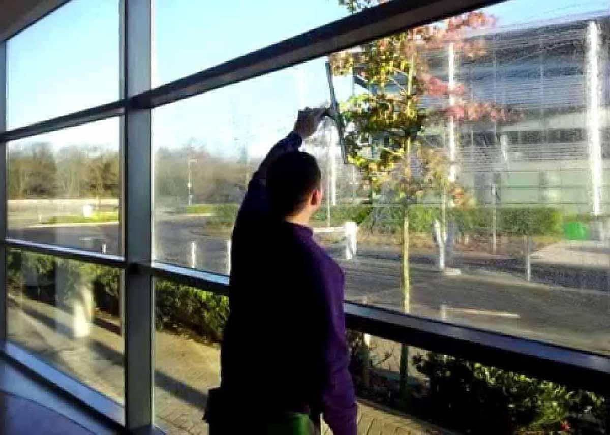 Fönsterputs för företag.